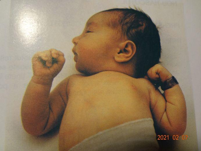 Dezvoltarea copilului în primul an de viață – de la nastere la luna a doua